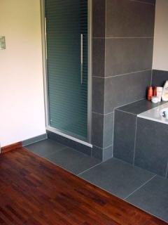 Massief parket enkele referenties onze werken anlux parketplaatser - Verschil tussen badkamer en badkamer ...